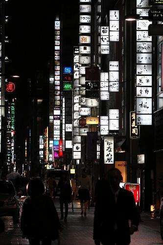 ネオンが光る銀座の繁華街=東京都中央区