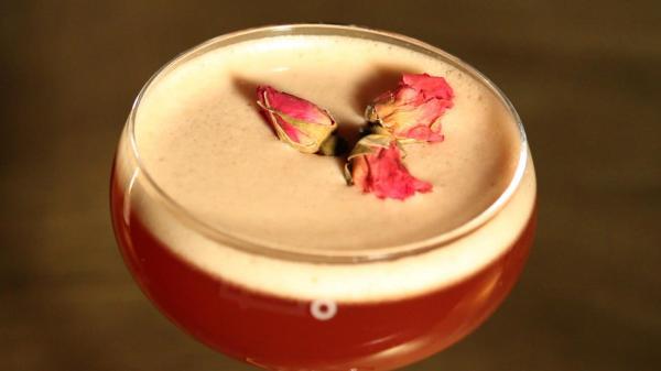 アメリカ・マンハッタンの「入りにくい居酒屋」のカクテル=NHK提供