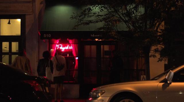 11月12日(木)放送予定、マンハッタンの「入りにくい居酒屋」の外観