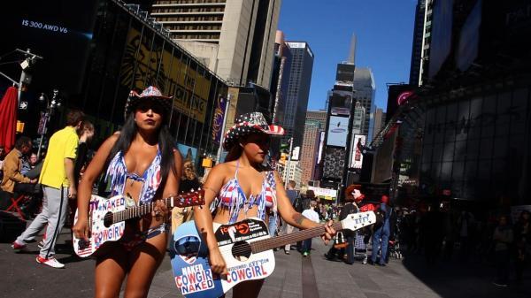 アメリカ・マンハッタンの街の人=NHK提供