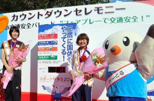 狩野舞子選手(左)と蟹江美貴選手