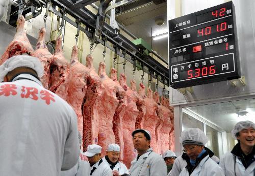 米沢牛枝肉の競り=2012年4月5日