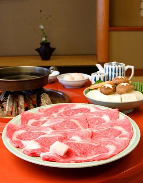 松阪肉のすき焼き。霜降りが特徴