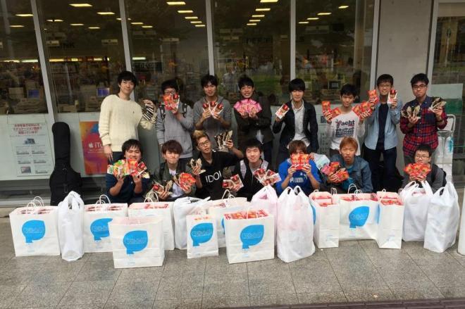 ポッキー1111箱を爆買いした東大生グループ=東京大学生協駒場購買部提供