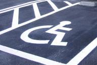 車いすのマークがある優先駐車場