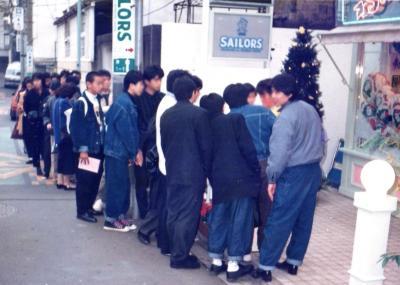 1985年当時、セーラーズの開店を待つ行列