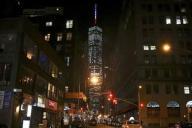 ニューヨークの「ワン・ワールドトレードセンター」でも犠牲者への追悼を込めてフランスの国旗にライトアップされた