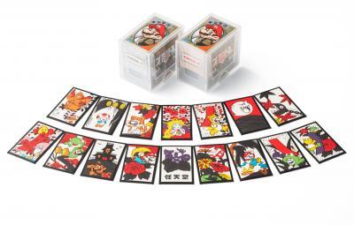 マリオ花札。色は赤と黒の計2種類。価格は税込み2700円。