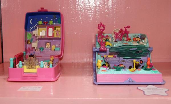 左がプレゼントボックス型、右がブック型のポーリーポケット