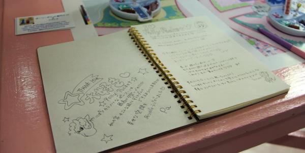 原宿の「nile perch」で行われたポーリーポケットの展示会では、ファンからの書き込みも。「カラフルなポーリーは最高に可愛いです」