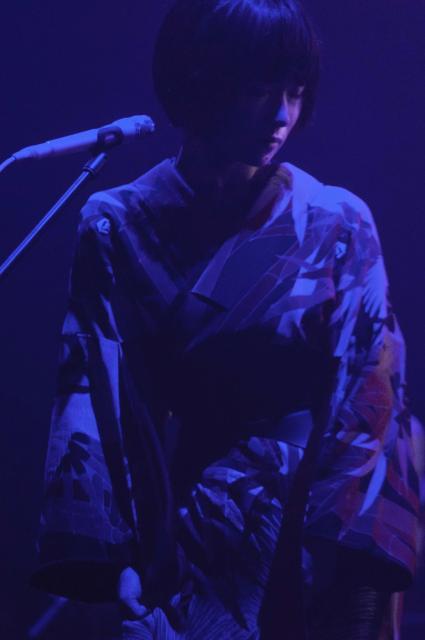 曲に合わせて、様々な衣装に身を包んだ椎名林檎=11月6日、東京・渋谷のNHKホール荒井俊哉氏撮影