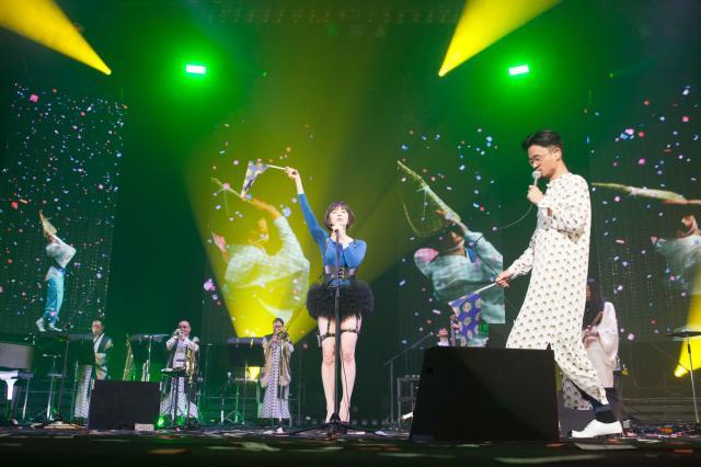 鮮やかな演出で彩られたステージ=11月6日、東京・渋谷のNHKホール荒井俊哉氏撮影