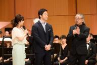 「題名のない音楽会」から。司会者の五嶋龍(中央)と作曲家の植松伸夫さん(右)=テレビ朝日提供