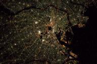 宇宙から撮影された東京の夜景