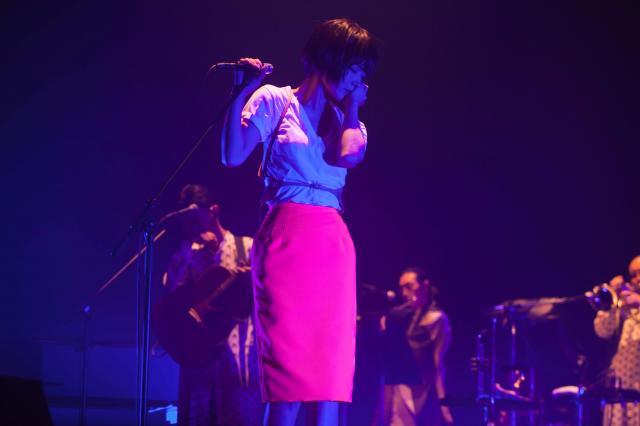 緻密な演出と、バックバンド「MANGARAMA」によるステージで観客を魅了する椎名林檎=11月6日、東京・渋谷のNHKホール荒井俊哉氏撮影