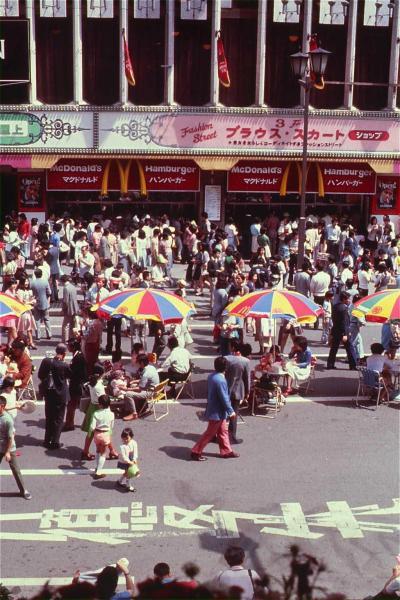 1971年、銀座にオープンしたマクドナルド日本1号店