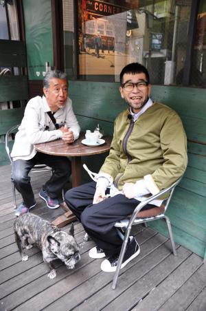 「じゅん散歩」で一緒にお茶を飲む高田純次さん(左)と槇原敬之さん