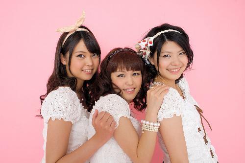 新潟のご当地アイドルNegicco=新潟県選管提供、2010年5月16日