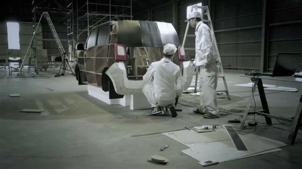 原寸大ペーパークラフトの制作の様子。ホンダが当時公開した動画「N-ONE CRAFT SHOW!」から