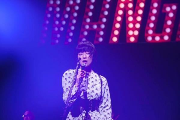 「百鬼夜行」ツアーで歌う椎名林檎=11月6日、東京・渋谷のNHKホール荒井俊哉氏撮影