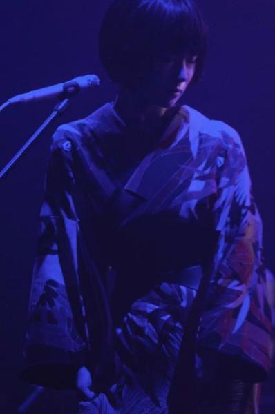 椎名林檎「百鬼夜行」ツアー。曲に合わせて、様々な衣装に身を包んだ椎名林檎=11月6日、東京・渋谷のNHKホール荒井俊哉氏撮影
