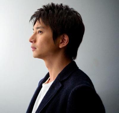 ドラマ「遺産争族」で研修医の育生を演じた向井理さん