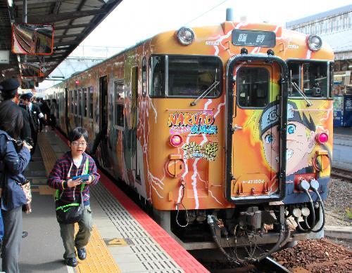 2013年、美作国建国1300年記念事業をPRする「NARUTO―ナルト―疾風伝」のラッピング列車