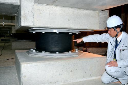 【東洋ゴム工業、免震ゴム偽装問題】高知県庁本庁舎で使われていた東洋ゴム工業の免震ゴム=高知市