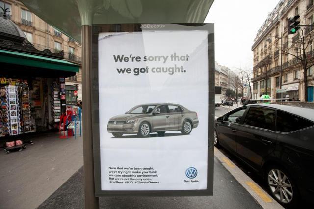排ガス規制逃れ問題で揺れたフォルクスワーゲン社を風刺した作品。「バレてごめんなさい」