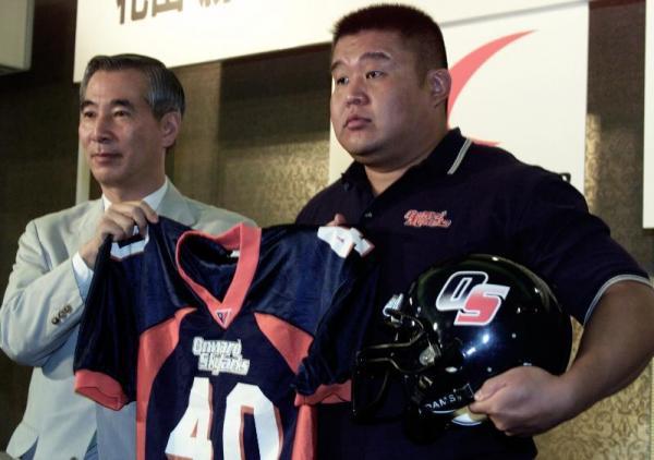 【2001年8月1日】アメリカンフットボールに挑戦することになった花田勝さん