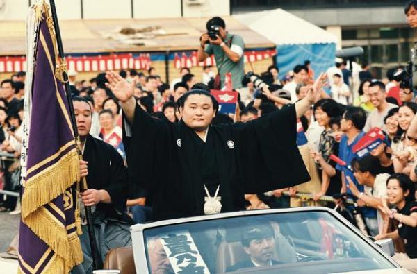 【1997年7月20日】大相撲名古屋場所 優勝パレードに出発する貴乃花