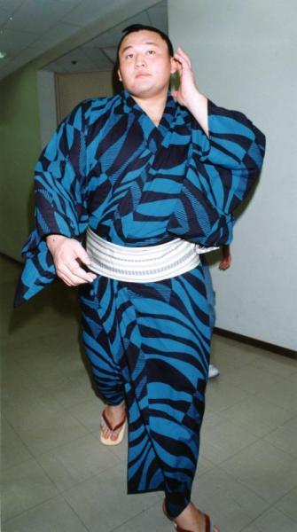 【1994年5月12日】コシノジュンコがデザインした浴衣を着る貴ノ花