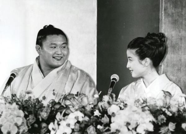 【1992年11月27日】貴花田と宮沢りえさんの婚約記者会見には報道陣が600人集まった