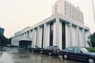 敷地内から撮影した在日ロシア大使館=1993年9月