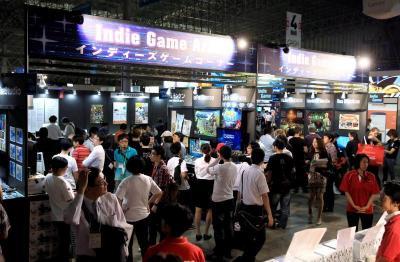 東京ゲームショウに設けられた「ィーズゲームコーナー」でスマホ向け出展した独立系ゲーム会社=2013年9月19日、千葉市美浜区の幕張メッセ