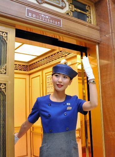 2015年7月31日、エレベーター案内係 高島屋日本橋店