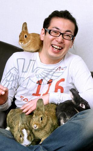 ウサギ好きで知られるひぐち君=2009年3月