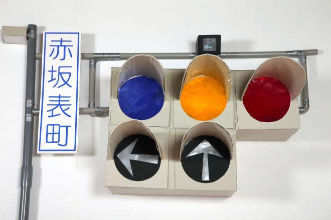 悠仁さまの作品「車両用電球信号灯の模型」