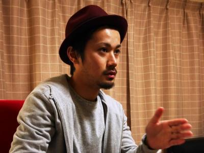 「タトゥーは芸術であり、作品です」と語る増田太輝さん=2015年12月、大阪・吹田