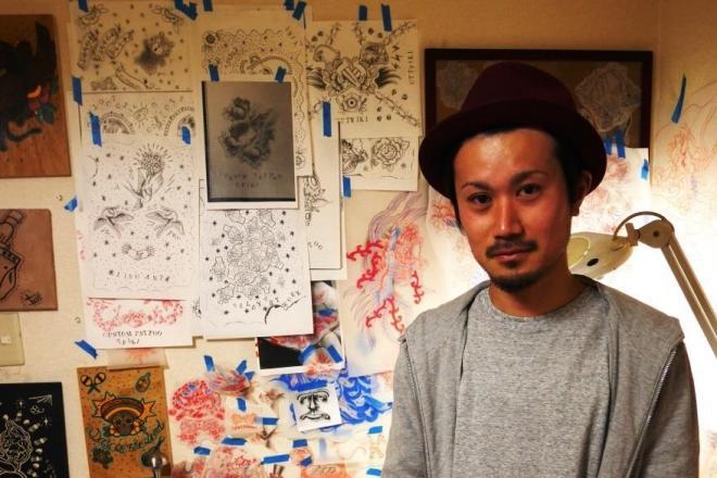 医師法のタトゥー営業規制をめぐって法廷闘争に踏み切った、彫り師の増田太輝さん=2015年12月、大阪・吹田
