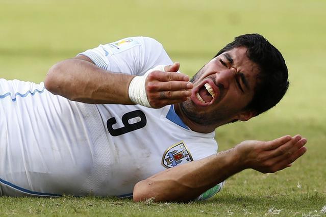 サッカーW杯ブラジル大会で相手選手にかみついたとして厳罰を受けたスアレス