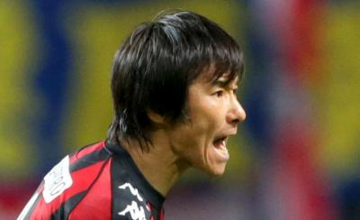 途中出場し、仲間に声をかける札幌の中山選手=2012年11月24日
