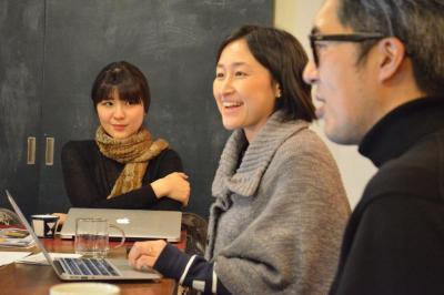「いま東京で『働くとは何か』を考える本 『WE WORK HERE』」について会議をするメンバー