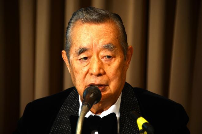 記者会見に臨むドクター・中松氏=長谷川健撮影
