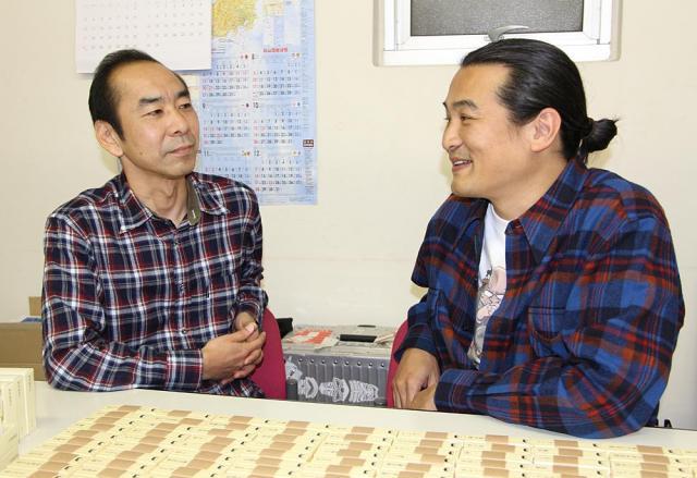 「横暴編集長」を企画・制作した、有限会社ジャンクションの小栗丈知さん(左)と松方哲哉さん(右)