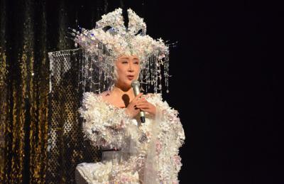 「千本桜」を歌う小林幸子さん