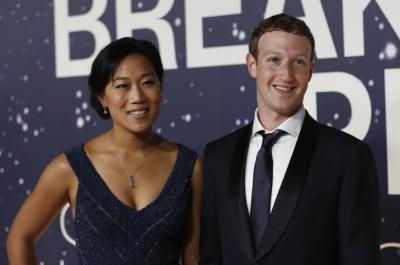 フェイスブックのマーク・ザッカーバーグ最高経営責任者(CEO)夫妻。子どものため、2カ月間の育児休暇を取ることを自身のフェイスブックへの投稿で発表した