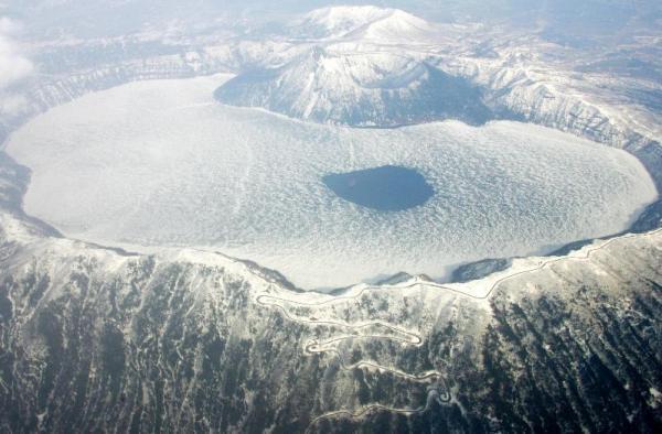 雪の摩周湖=2006年4月27日