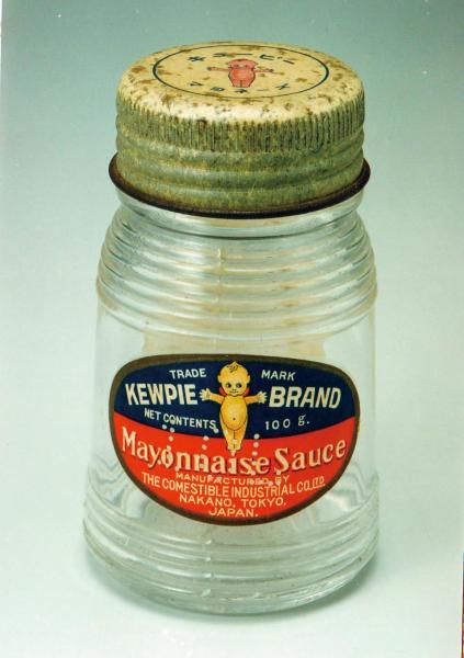 1925年に日本で初めて発売されたマヨネーズ。当時はビン入りだった