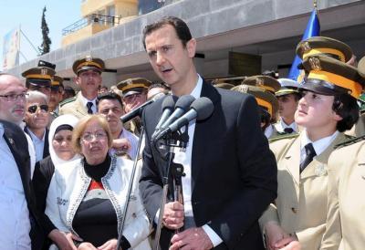 支持者の前で演説するアサド・シリア大統領=2015年5月6日、ロイター